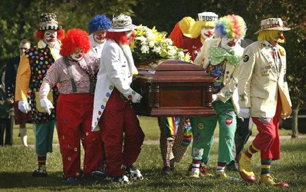 clown funeral - Suggestions on putting two clowns in a nano
